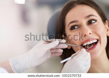 Fogászati fiatal nő kezelés fogorvosi rendelő mosoly arc Stock fotó © boggy