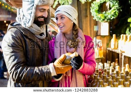 человека женщину покупке подарок Рождества рынке Сток-фото © Kzenon