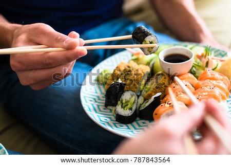paar · vergadering · samen · home · eten · sushi - stockfoto © lopolo