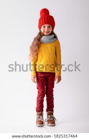 Meisje winter kleding geïsoleerd illustratie glimlach Stockfoto © bluering