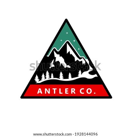 Kempingezés vadvilág kitűző hegy kaland embléma Stock fotó © JeksonGraphics