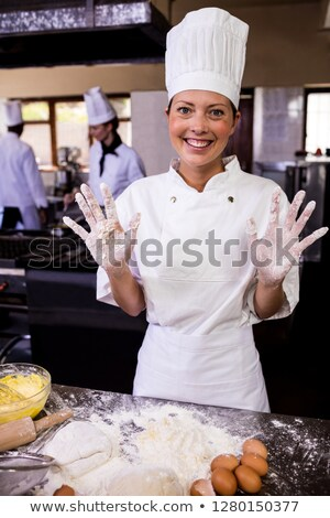 Női szakács mutat rendetlen kezek konyha Stock fotó © wavebreak_media