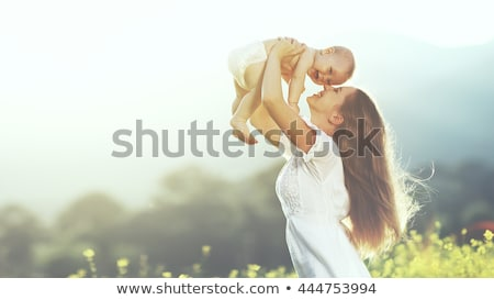 Foto stock: Feliz · alegre · mãe · bebê · filho · pôr · do · sol