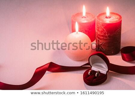 Dwa pierścienie karty małżeństwa wniosek trzy Zdjęcia stock © AndreyKr