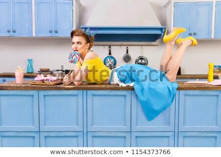 jóvenes · ama · de · casa · sopa · cucharón · aislado · blanco - foto stock © marylooo