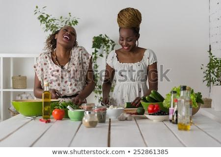 довольно · брюнетка · здорового · Салат · домой · кухне - Сток-фото © hasloo