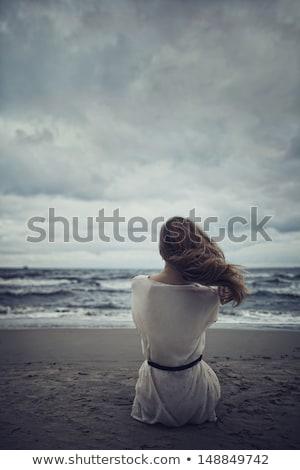 Eenzaam triest meisje donkere strand hemel Stockfoto © zurijeta