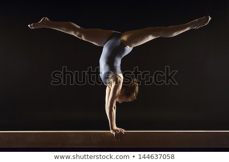 Lány tornász tornaterem tükör aranyos kicsi Stock fotó © O_Lypa