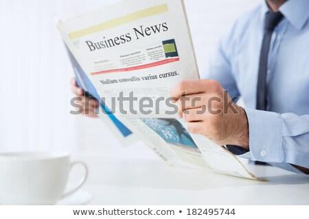 男 読む 新聞 見出し 仕事 キャリア ストックフォト © Zerbor