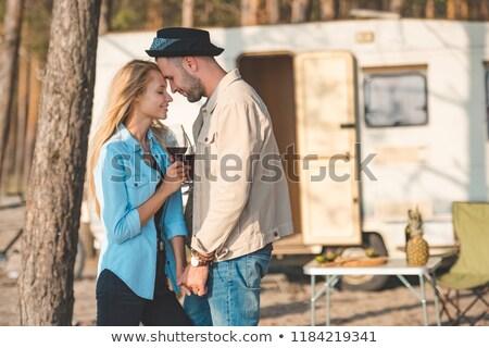 Glücklich jungen Camper Paar anfassen Frau Stock foto © wavebreak_media