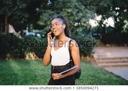 vrouw · luisteren · oproep · mobiele · glimlachend · mooie - stockfoto © is2