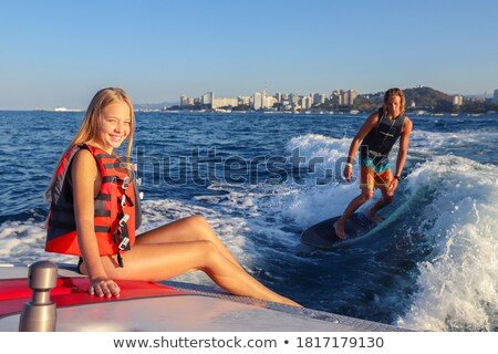 Meisjes paardrijden boot spelevaren water Stockfoto © robuart