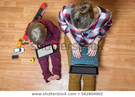 anya · kisgyerek · dolgozik · fiatal · gyermek · számítógép - stock fotó © dolgachov