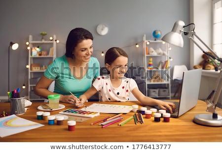 Maison art classe fille sérieux Photo stock © pressmaster