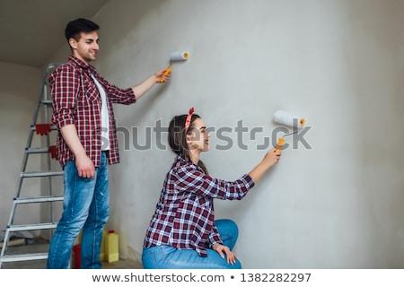 Fiatal család rendbehoz otthon festmény falak Stock fotó © Elnur
