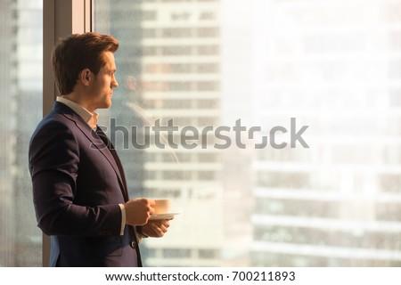 empresario · mirando · caucásico · pie - foto stock © iofoto