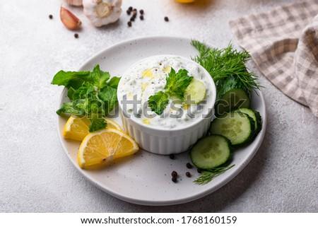 Yaourt sauce alimentaire régime alimentaire saine concombre Photo stock © M-studio