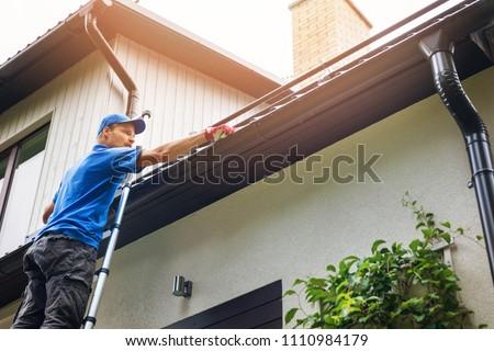 человека · лестнице · очистки · дома · стороны · домой - Сток-фото © zerbor