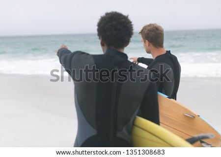 Widok z tyłu mężczyzna znajomych inny kobieta Zdjęcia stock © wavebreak_media