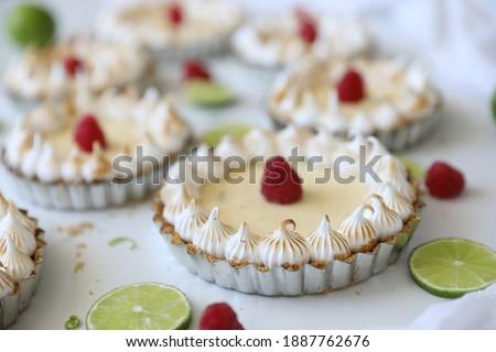 Casero cal hecho a mano pequeño tortas bayas Foto stock © Melnyk