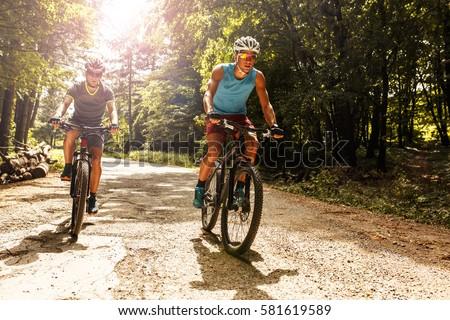 férfi · hegy · motoros · bicikli · erdő · napos · idő - stock fotó © wavebreak_media