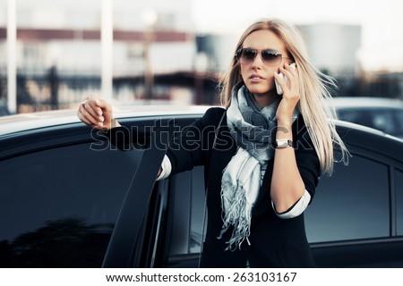 美しい ビジネス女性 ポーズ 屋外 通り 見える ストックフォト © deandrobot