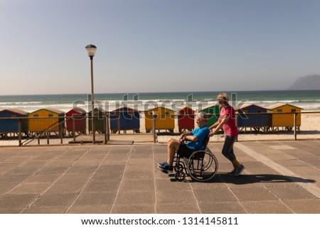 Yandan görünüş özürlü kıdemli adam tekerlekli sandalye kadın Stok fotoğraf © wavebreak_media