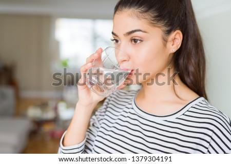 女性 飲料水 食品 楽しい 飲料 コンテナ ストックフォト © IS2