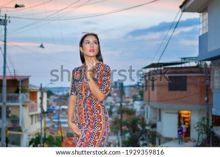 Jonge schoonheid poseren stad stedelijke koptelefoon Stockfoto © Lopolo