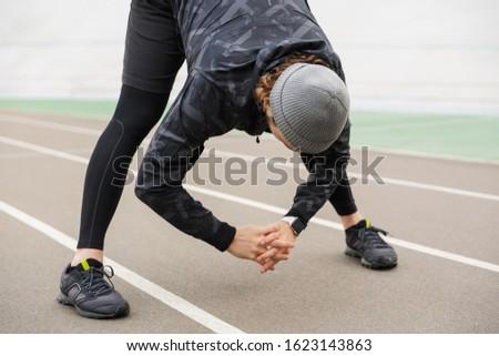 やる気のある 小さな フィット スポーツマン 作業 スタジアム ストックフォト © deandrobot