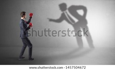 jóvenes · empresario · sombra · fuerte · karate - foto stock © ra2studio