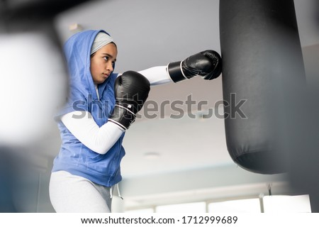 Arab oefening vrouwen sport gymnasium lopen Stockfoto © toyotoyo