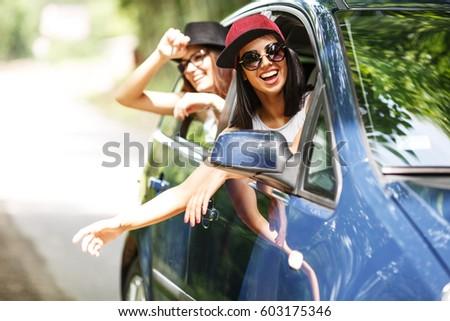 gelukkig · paar · buitenshuis · reizen · wandelen - stockfoto © dolgachov