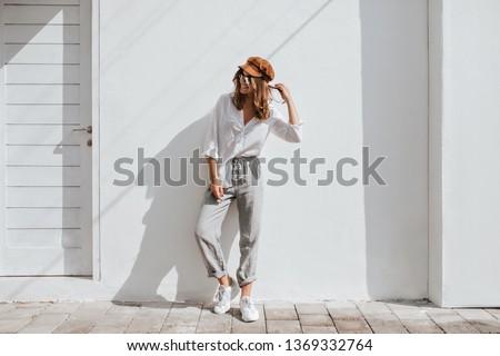 Mulher casual roupa quadro topo seis Foto stock © dolgachov