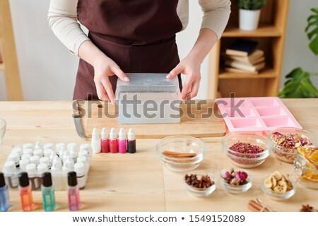 Młodych twórczej kobieta bar mydło Zdjęcia stock © pressmaster