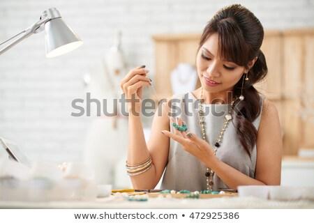 女性 ネックレス 趣味 プロジェクト ストア ストックフォト © Kzenon