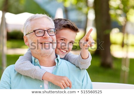 Dziadek chłopca wskazując palec lata parku Zdjęcia stock © dolgachov