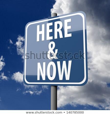 Placa sinalizadora palavras aqui agora blue sky céu Foto stock © Quka