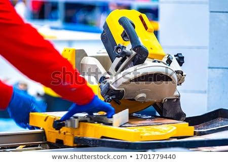 Foto stock: Melhoramento · da · casa · handyman · cortar · tijolo · serra