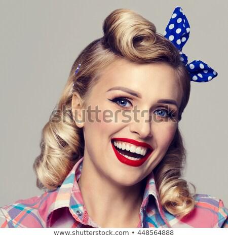 mooie · glimlachende · vrouw · pin · omhoog · stijl · jonge - stockfoto © dariazu