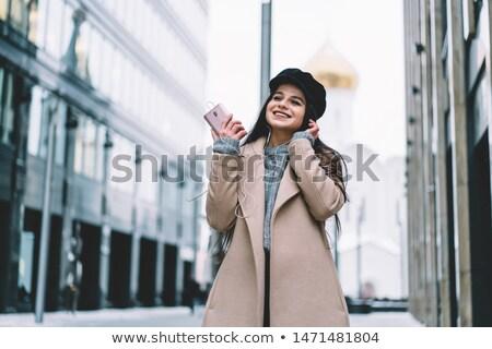 Tevreden vrouw warm kleding luisteren muziek Stockfoto © deandrobot