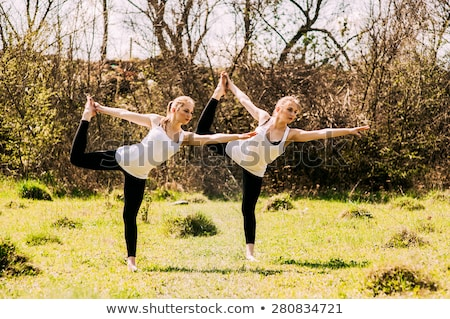 heureux · s'adapter · femme · rose · fitness - photo stock © neonshot