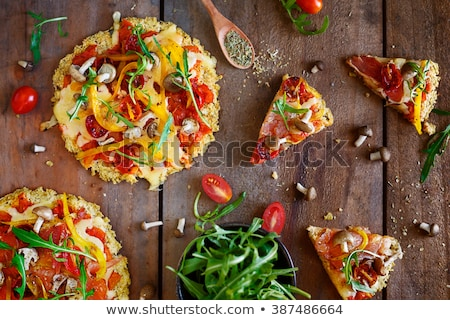 sin · gluten · pizza · setas · mozzarella · ingredientes · blanco - foto stock © georgemuresan