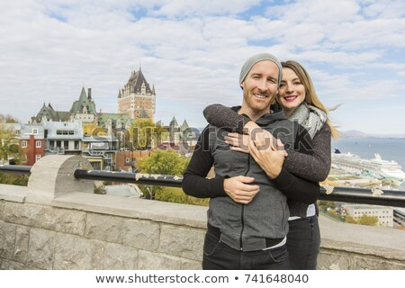 Foto stock: Couple In Front Of Chateau Frontenac At Quebec City Canada