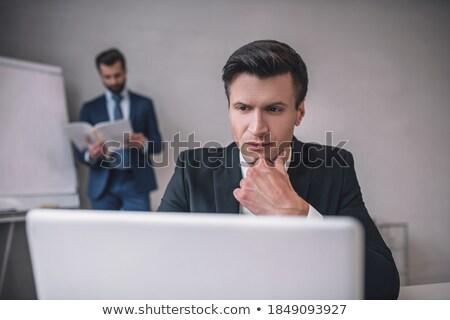 Stock fotó: Fiatal · komoly · fehérgalléros · munkás · olvas · papír