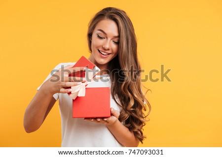 Kadın hediye güzel gülen sarışın kırmızı Stok fotoğraf © Mazirama