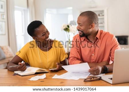Afroamerikai kölcsön megtakarított pénz gazdag üzlet befektető Stock fotó © AndreyPopov