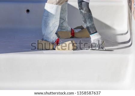 Travailleur chaussures humide piscine plâtre Photo stock © feverpitch