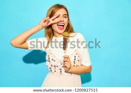 Mavi giyim müzik ayarlamak kız oynama Stok fotoğraf © toyotoyo
