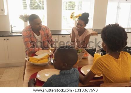 Yüksek görmek mutlu aile gıda Stok fotoğraf © wavebreak_media